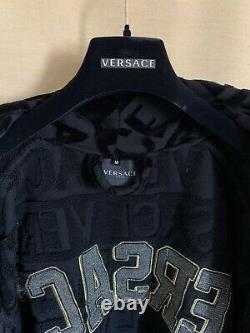 VERSACE Embroidered Logo Baroque Bathrobe In Black